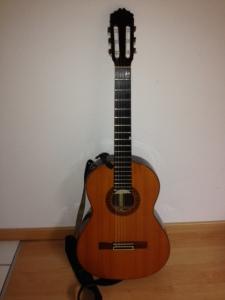 Gitarre mit Gurtpin Klammer